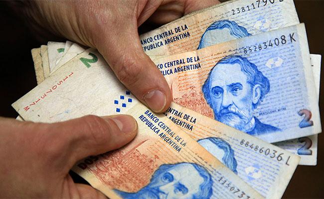 Comercios están obligados a recibir billetes de 2 pesos