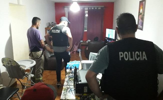 ALTE. BROWN: Policía detenido tras robarle a otro durante una venta de zapatillas 4