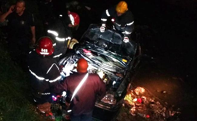 Solano: un auto cayó a un arroyo y dejó cuatro heridos - Noticias De Brown
